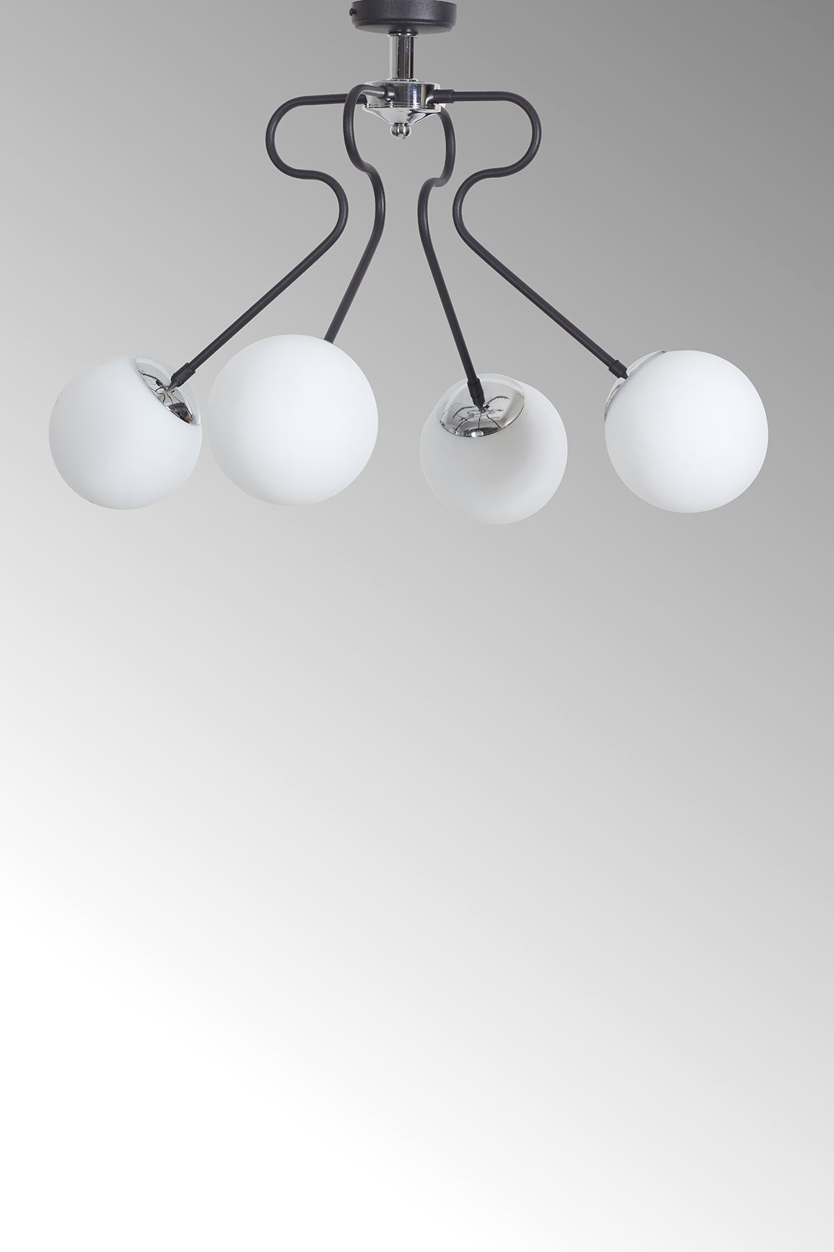 Dominik 4 Lü Siyah Kollu-Krom Metal Gövde Beyaz Rengi Camlı Tasarım Lüx  Avize